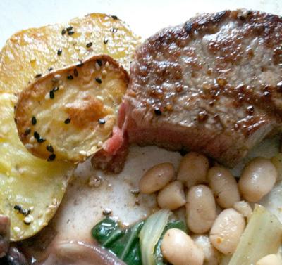 steak mit wei en bohnen mangold und sesamkartoffeln fressen und gefressen werden. Black Bedroom Furniture Sets. Home Design Ideas
