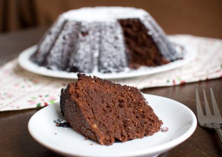 macht gl cklich schokoladenkuchen mit haseln ssen fressen und gefressen werden. Black Bedroom Furniture Sets. Home Design Ideas